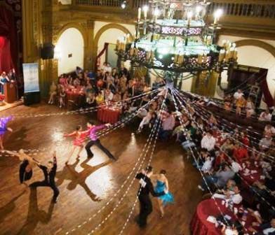 Competencia de baile de sal n en el club pedro echague for Battlefield 1 salon de baile